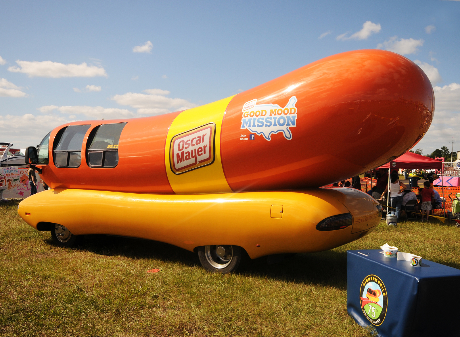 7548 Post Pic Your Truck Right Now 2771 besides History Of American Food Trucks further Wienermobile Arriving At Willis Wonderland 2 Pm Today in addition 31989800 furthermore Inside Wienermobile. on oscar mayer wiener whistle